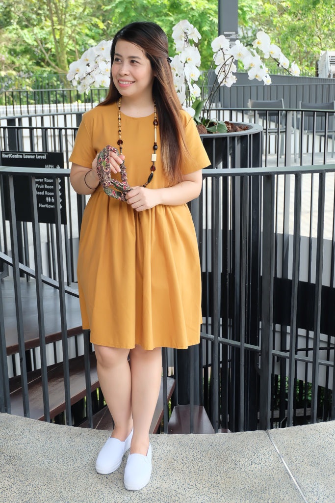 the color mustard outfit blog review